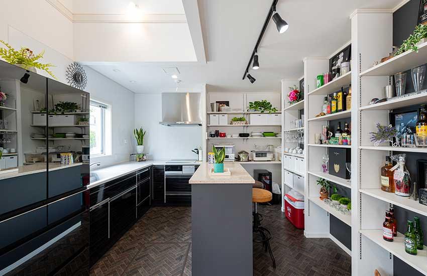 キッチンのカウンターや収納の造作